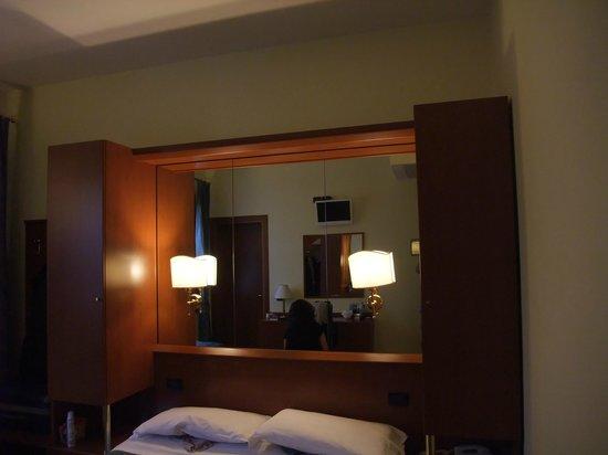 Cris Hotel: Chambre triple