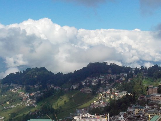 Sinclairs Darjeeling : When it went behind clouds