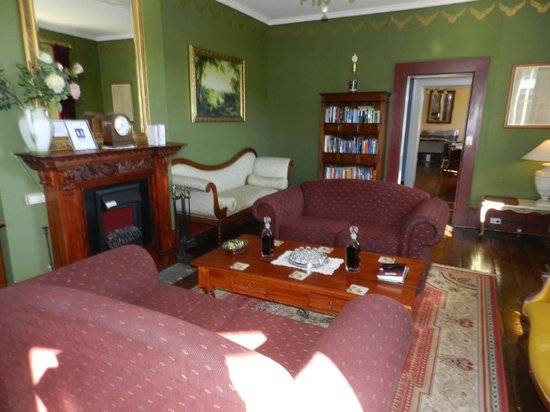 The Lodge on Elizabeth : Sitting room