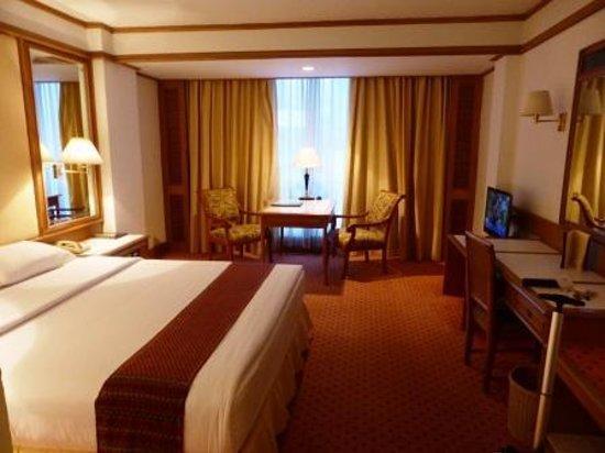 Montien Hotel Bangkok : Hotel room