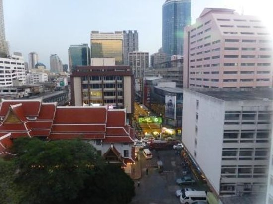 Montien Hotel Bangkok: View from room