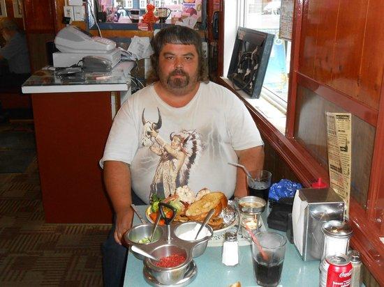 Smiles Seafood Cafe: ici c'est moi avant d'attaquer mon assiette de S. and T.