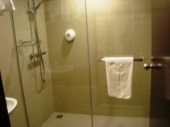 Strand Hotel: bathroom