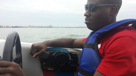 Speed Boat Adventures: Ezzy