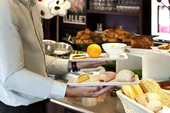 Ibis Bordeaux Aeroport: Petit Déjeuner Buffet à Volonté De l'Hôtel Ibis Bordeaux Aéroport Mérignac De 4h30 à 10h00