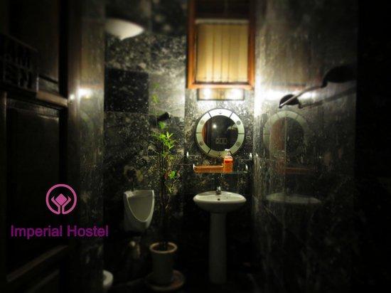 Imperial Hostel - Hue Backpacker Hostel : the public toilets