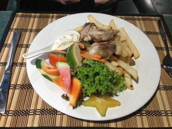 Kikau Hut Restaurant: Mahi Mahi, Chips & Salad