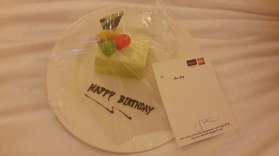 Ibis Bangkok Siam : My wife's surprise birthday cake delivered to the room