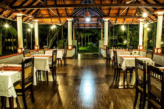 Palmgrove Lake Resort: Restaurant