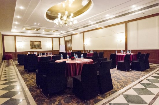 Hotel Royal Orchid: Seasons Hall