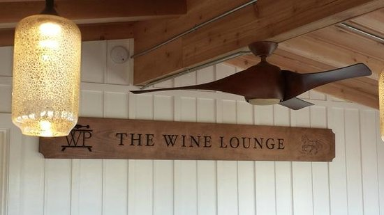 The Skyview Motel : The Wine Lounge