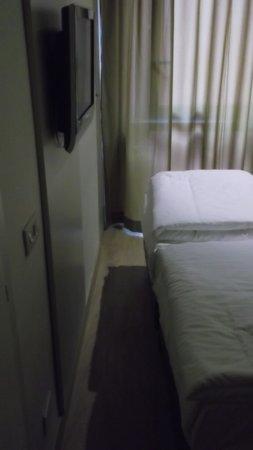 Hotel Torino: distanza tra piedi del letto e muro