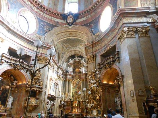 Kirche am Hof: Altare