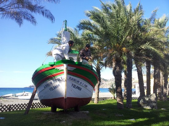 Hotel Casablanca: Locals repainting their old boat on the beach