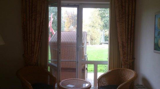 Hotel Am Medemufer: Blick aus dem Zimmer mit Strandkorb