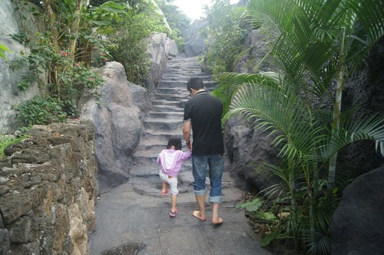 Mission Hills Resort Haikou: Outdoor walk-about