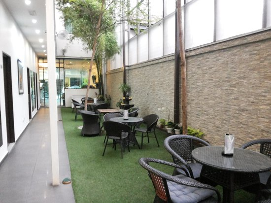 V Garden Hotel: NIce garden view