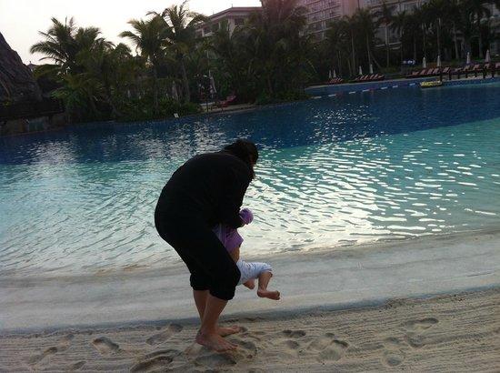 Mission Hills Resort Haikou: Sunset at pool side