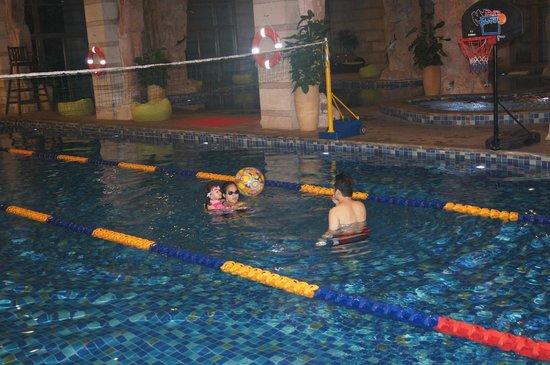 Mission Hills Resort Haikou: Indoor heated swimming pool