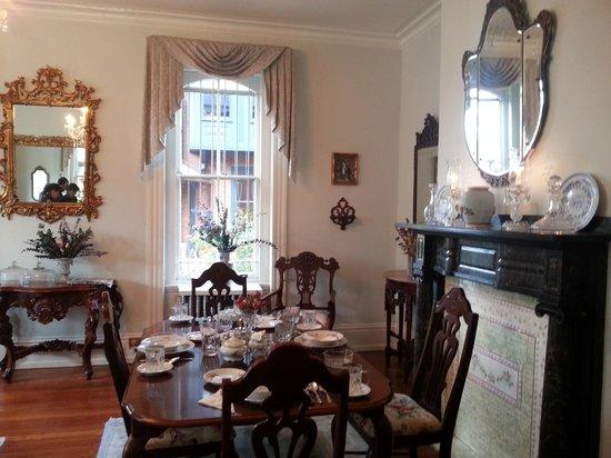 Spruce Hill Manor: stanza per la colazione