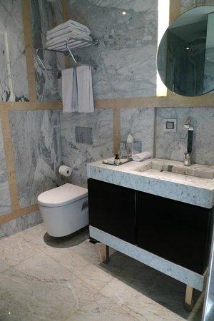 The House Hotel Nisantasi: Bathroom