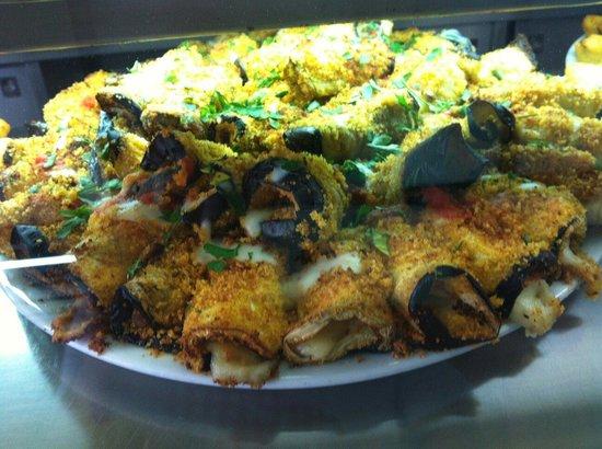 Gravina di Catania, Италия: Involtini di melanzana al forno con prosciutto, formaggio e besciamella.  Buono  come  antipasto