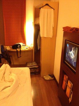 Ibis Beijing Sanyuan: 部屋はコンパクトにまとまっており、清潔感があります。
