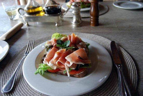Khaya Ndlovu Manor House: Light lunch