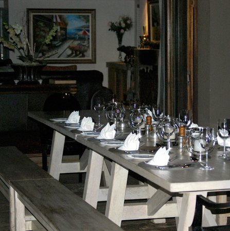 Khaya Ndlovu Manor House: Dinner setting
