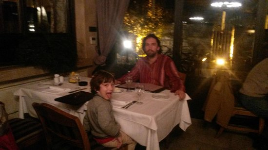 Kalemegdanska terasa: Семьей в ресторане