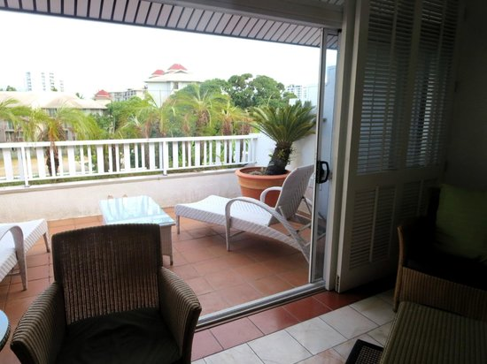 The Hotel Cairns : Turmzimmer 4. Stock: Terrasse