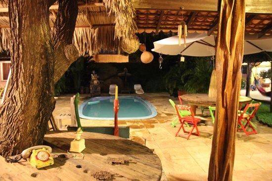 Pousada Vila Parnaiba: Área externa e piscina