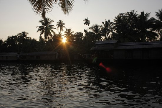 Bamboo Lagoon Backwater Front Resort: Sunset