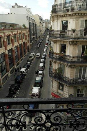 Hotel Altona: Veduta di Rue du Delta dal balcone della camera