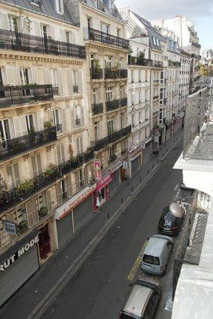 Hotel Altona: Rue de Delta vista dal balcone della camera sita al quarto piano