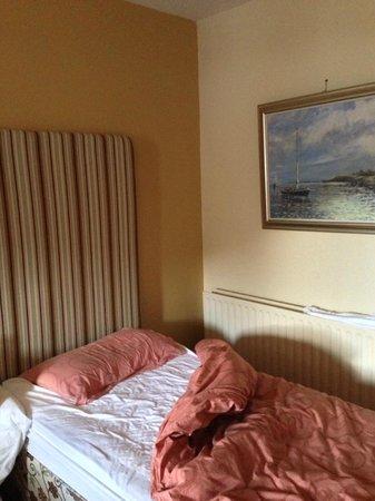 Leenane Hotel: Grubby room