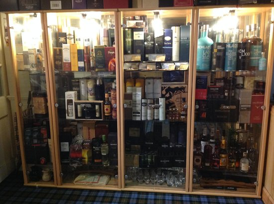 Sutherland Inn Hotel: Rare and unusual whiskeys in the entrance area