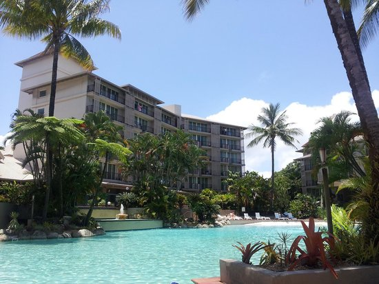 Novotel Cairns Oasis Resort: Vierw looking back at hotel