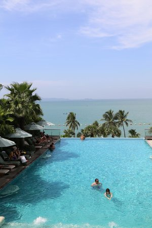 Holiday Inn Pattaya : infinty pool