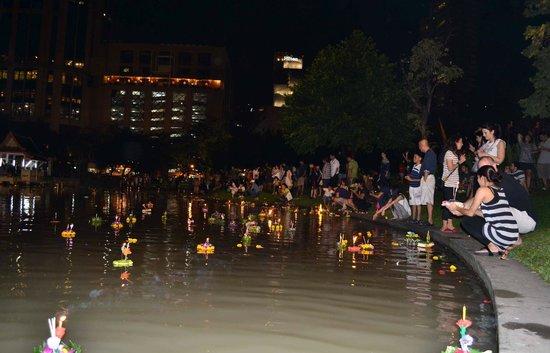 Benjasiri Park: Loy Krathong Festival
