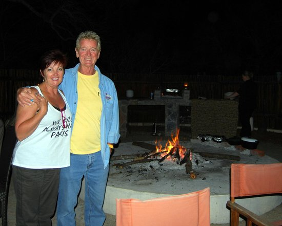 Vuyani Safari Lodge : Dinner around the camp fire