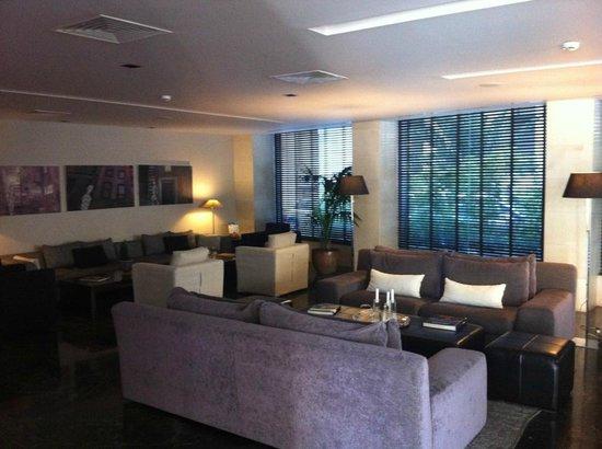 The Athens Gate Hotel : Les salons du rez-de-chaussée