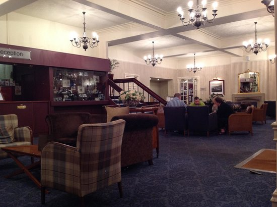 The Craiglynne Hotel : Lounge - reception area, warm and comfortable with coal and log fire