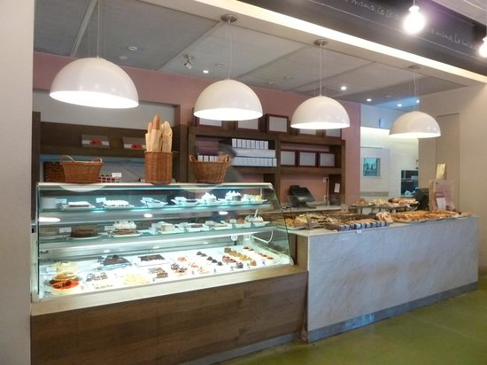 i Fresh Market: Opções de café, confeitaria e buffet.