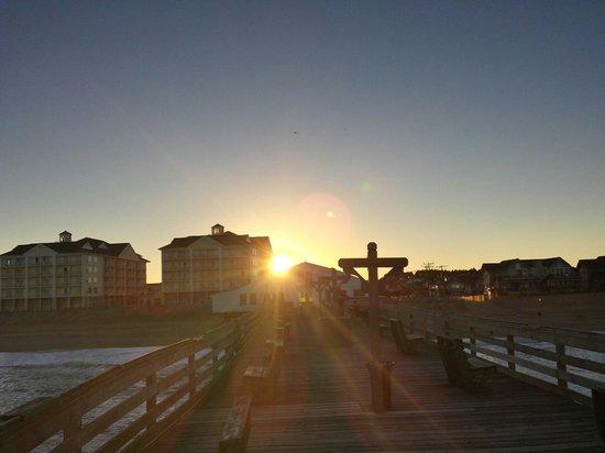 Hilton Garden Inn Outer Banks/Kitty Hawk: Sunset from the fishing pier
