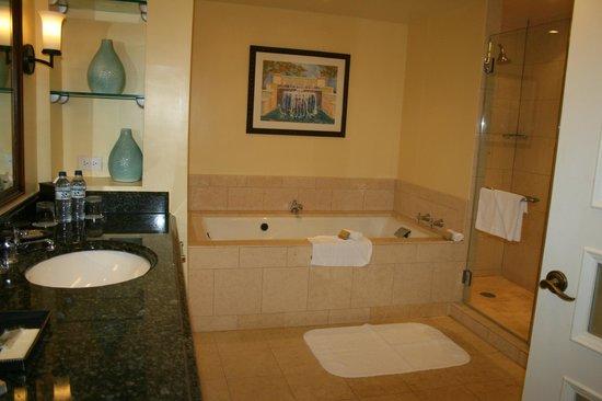 San Juan Marriott Resort & Stellaris Casino: Presidential Suite Bathroom