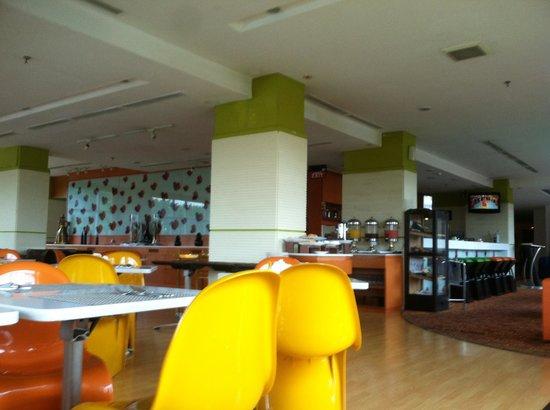 Ibis Semarang Simpang Lima: The restaurant on the 2nd floor