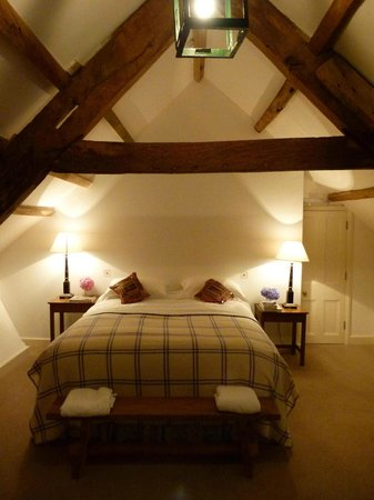 Boconnoc House: Wooden beamed bedroom in the attics of the main house
