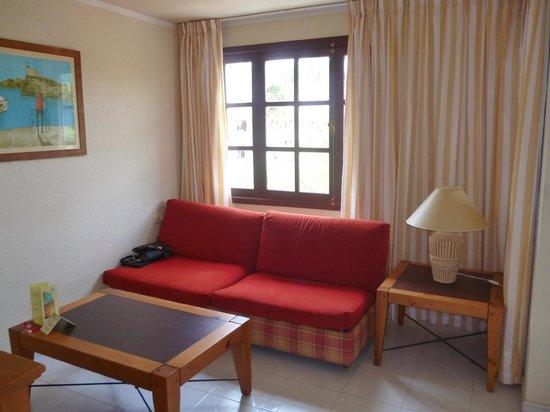 Fuentepark Apartamentos: Seating area, also a sofa bed