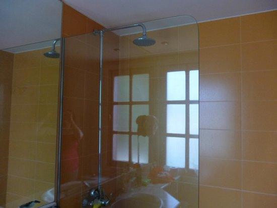 Fuentepark Apartamentos: Really good powerful shower